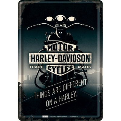 10319 Postikoritti Harley-Davidson Things are different on a Harley