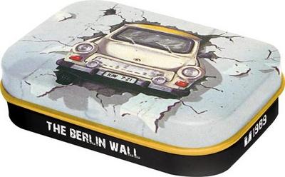 81237 Pastillirasia Trabant The Berlin wall
